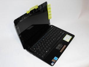 ASUS Eee PC 1101HA - Side