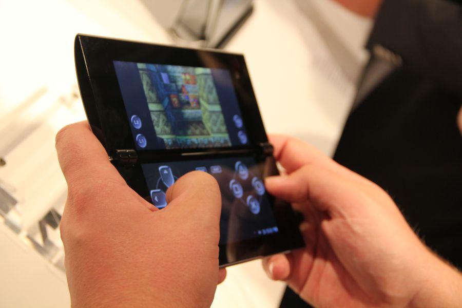 hands on bilder mit dem sony tablet p dual screen tablet. Black Bedroom Furniture Sets. Home Design Ideas