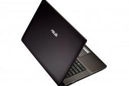 ASUS 17-Zoll 3