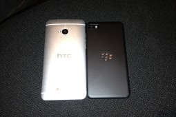 HTC One BlackBerry Z10 - 2