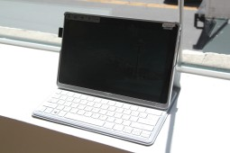 Acer Aspire P3 Hands On - 1