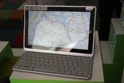 Acer Aspire P3 Hands On - 5