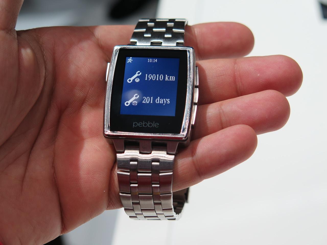 Wie die Pebble Smartwatch mit einem Mercedes-Benz ...