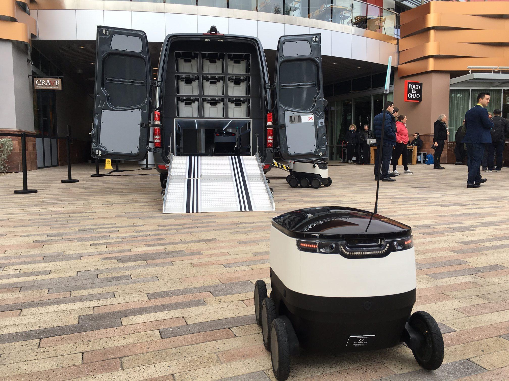 mercedes-benz-vans-und-robots-3