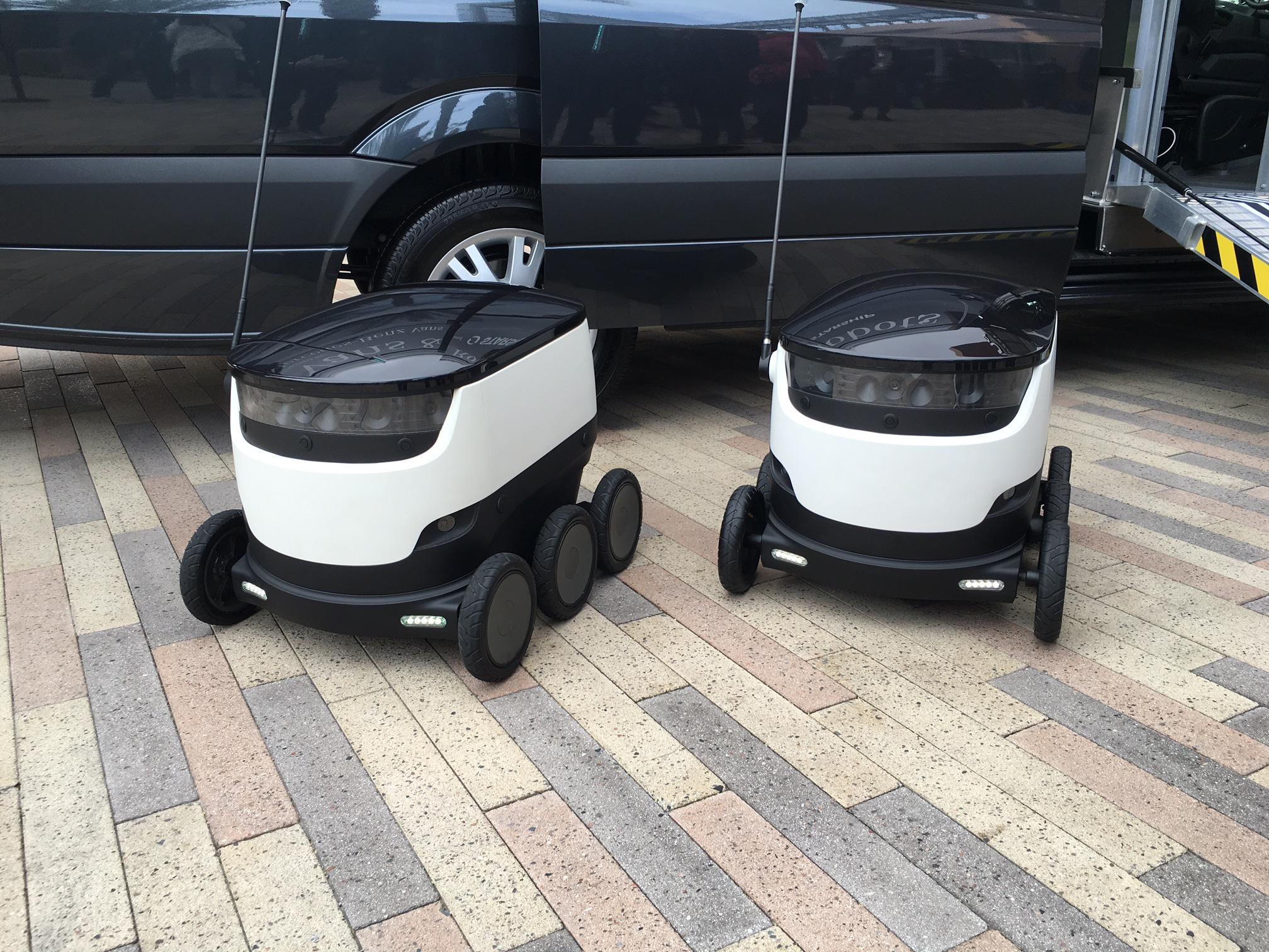 mercedes-benz-vans-und-robots-4