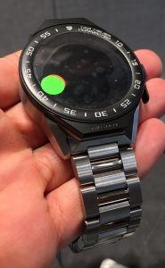 tag-heuer-connected-modular-45-handson3