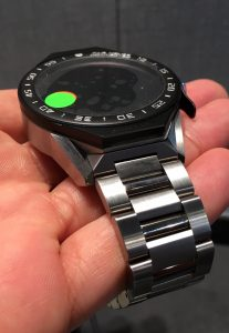 tag-heuer-connected-modular-45-handson4